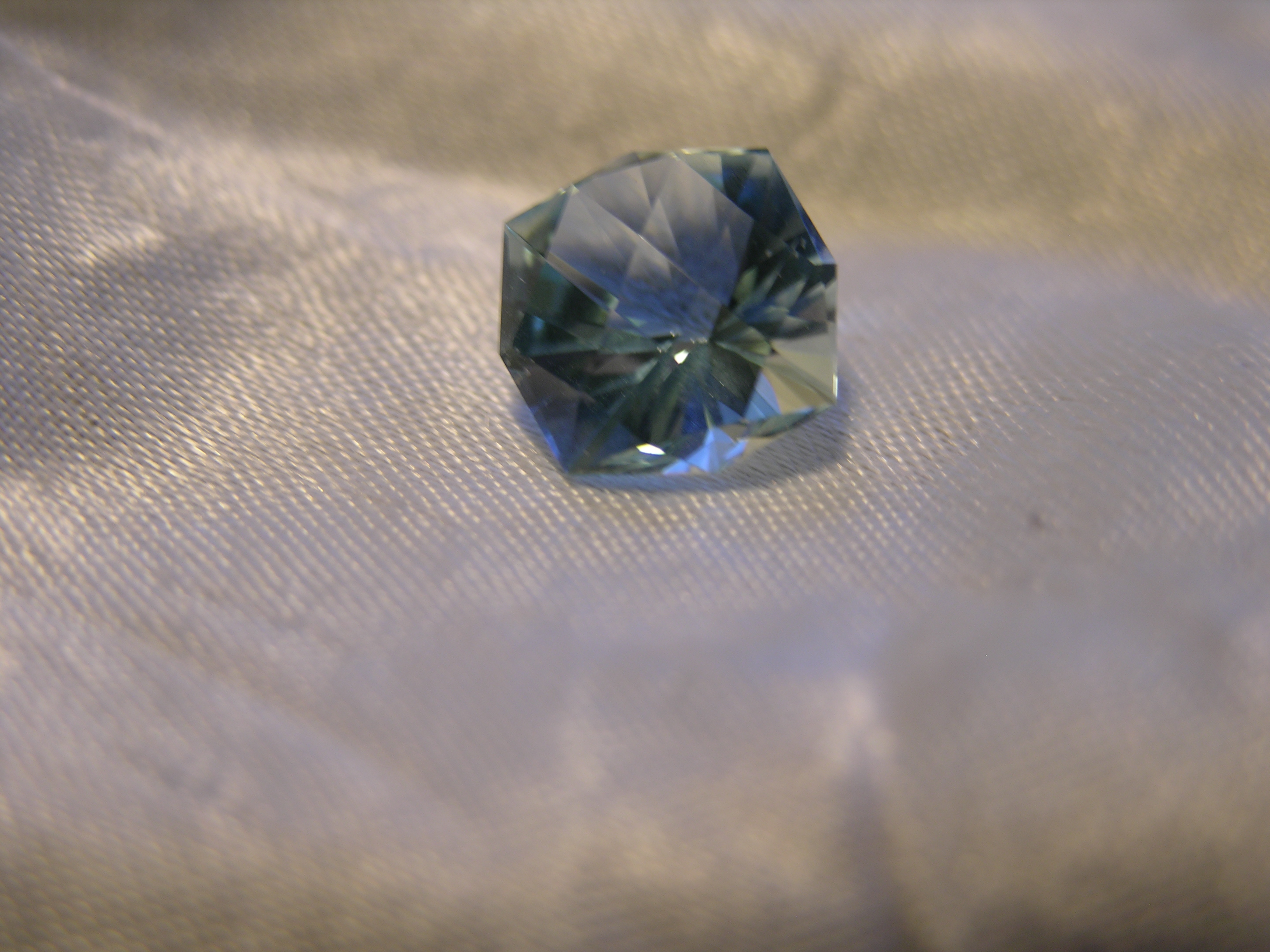 round brillant design Aquamarine gemstone faceted